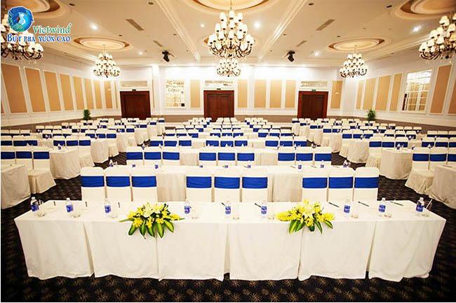 Tổ chức hội nghị, hội thảo kết hợp gala