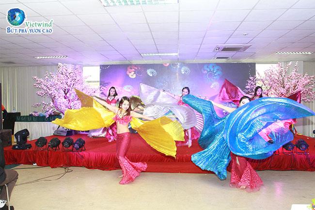 to-chuc-su-kien-cuoi-nam-tiet-muc-belly-dance-vietwind